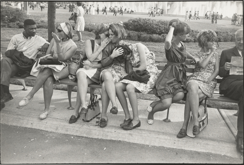 [World's Fair, New York City]; Garry Winogrand (American, 1928 - 1984); New York, New York, United States; 1964; Gelatin silver print; 22.7 × 34.3 cm (8 15/16 × 13 1/2 in.); 84.XM.1023.17; The J. Paul Getty Museum, Los Angeles; Rights Statement: In Copyright; Copyright: © 1984 The Estate of Garry Winogrand